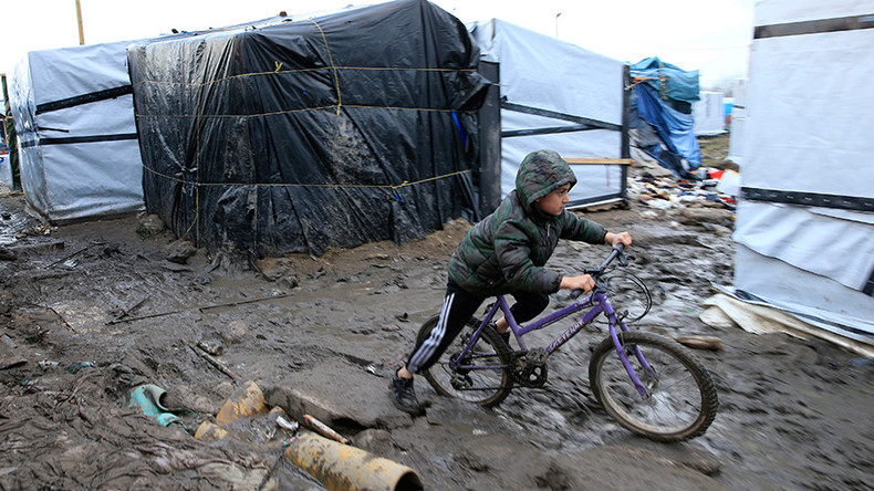 Food shortages hit Calais 'Jungle' camp as UK urged to accept 400 children