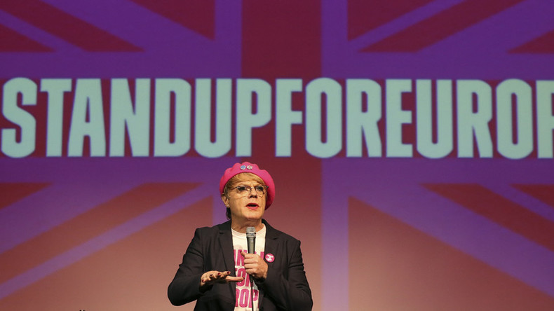 Comedian Eddie Izzard's pink beret stolen while thousands #marchforeurope (VIDEO, PHOTOS)