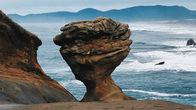 Vandals caught on VIDEO destroying iconic Oregon sandstone formation