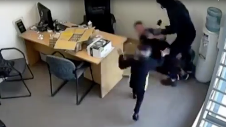 6-yo girl tries to fight off ax-wielding robber in New Zealand (VIDEO)