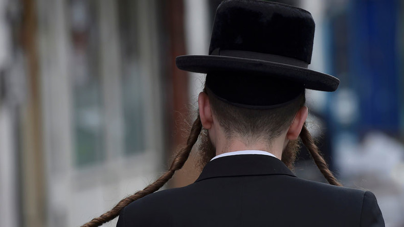 Rabbi who believes Jews brought Holocaust on themselves to visit UK