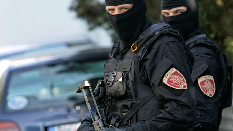 Machete-wielding man attacks police officers in Serbia