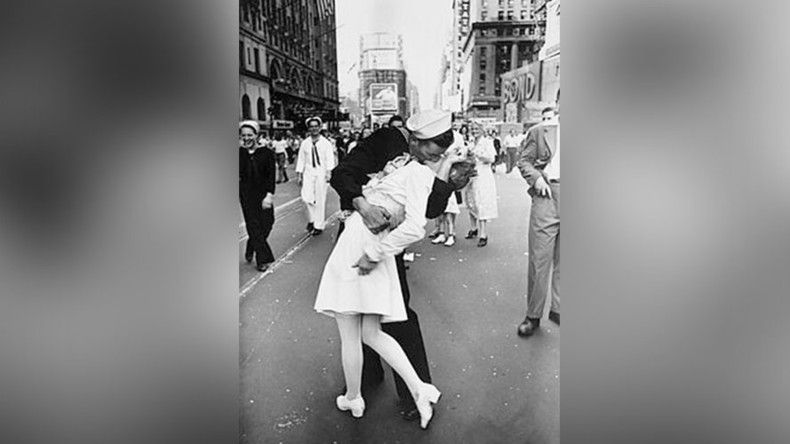 Nurse from iconic 'V-J Day in Times Square' photo dies aged 92