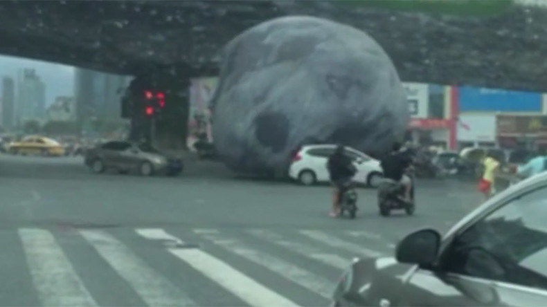 Massive 'moon balloon' wreaks havoc in Chinese city after super typhoon hits (VIDEO)