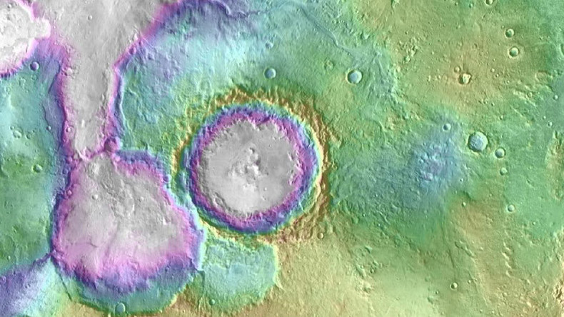Epic images of Red Planet's mega lakes & valleys give stunning insight into ancient Mars