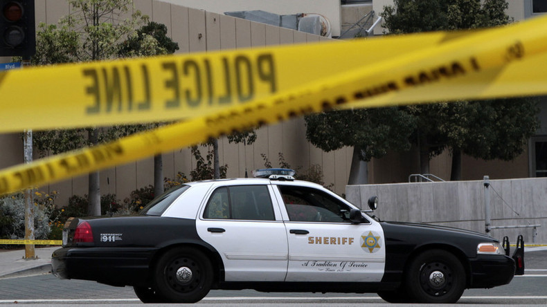 Bomb squad deployed after LAPD finds suspicious package near govt buildings