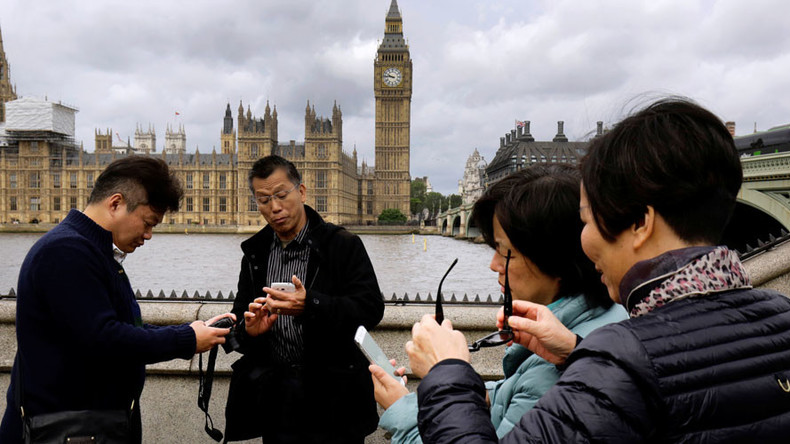 Tourists from China biggest spenders overseas in 2015