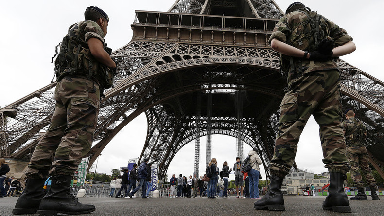 Austrian family 'treated like terrorists' at Eiffel Tower because of child's insulin pump