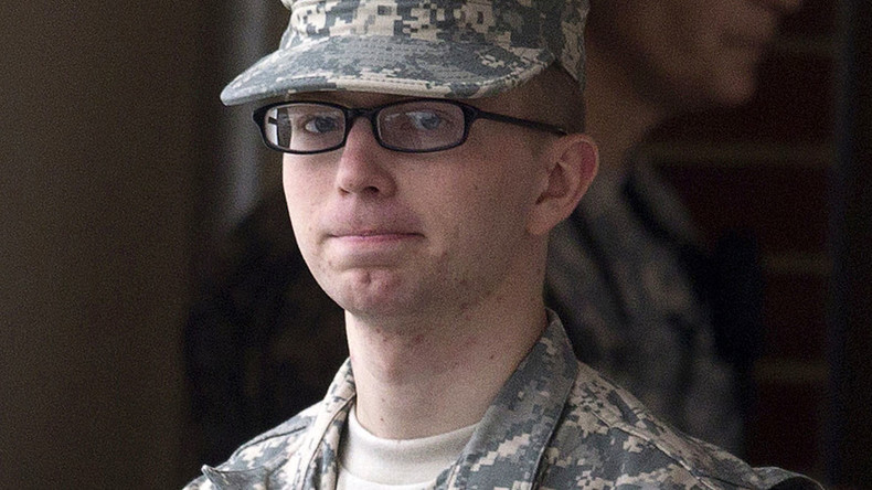 Military disciplinary board punishes Manning with 2 weeks' solitary