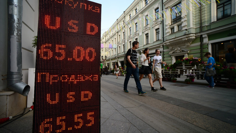 Russians expect long-term economic crisis but don't fear its consequences – poll