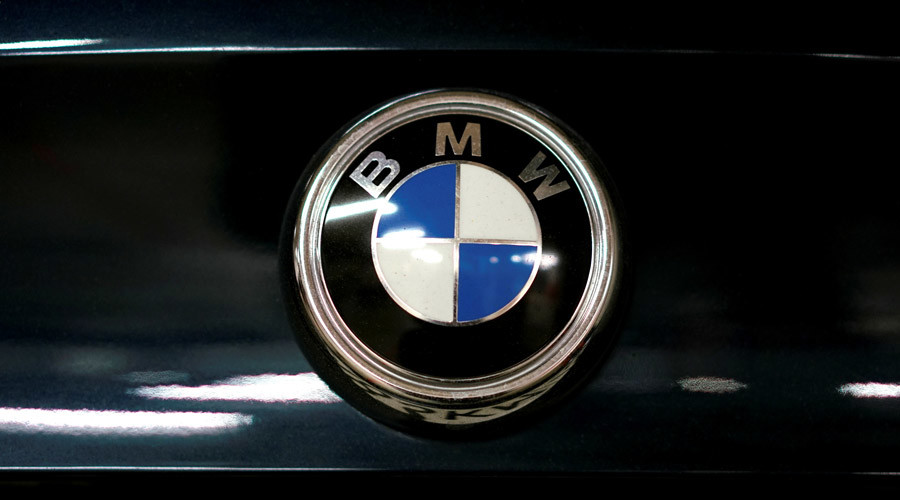 Gone in 100 seconds: Carjackers steal 4 BMWs in synchronised Russian dealership heist (VIDEO)