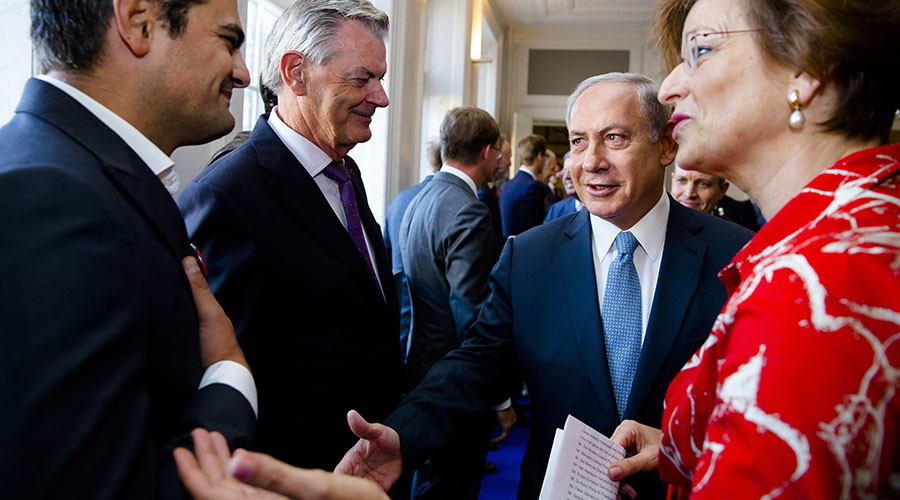 Dutch MP snubs Netanyahu, refuses to shake Israeli PM's hand (VIDEO)