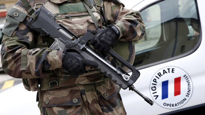 Weapon of choice: France picks German-made HK 416 assault rifle to replace iconic FAMAS — RT World News