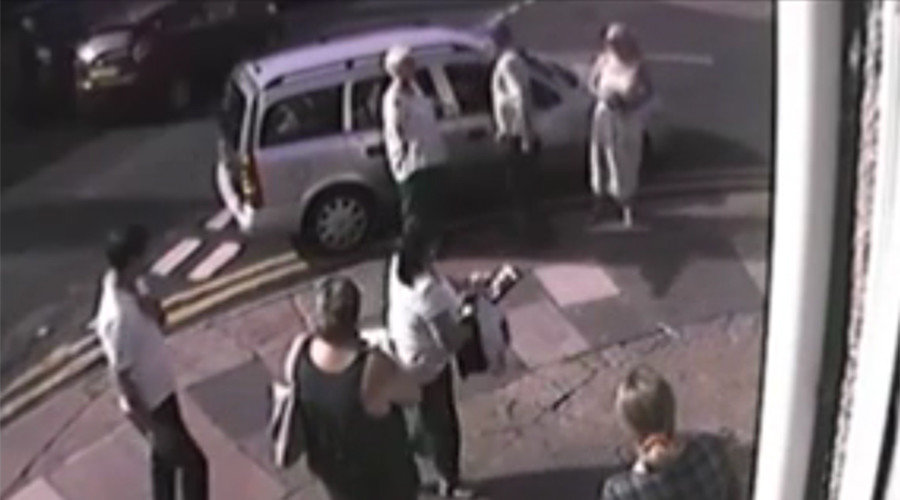 Drunk man stopped from driving by gang of mums, banned from roads (VIDEO)