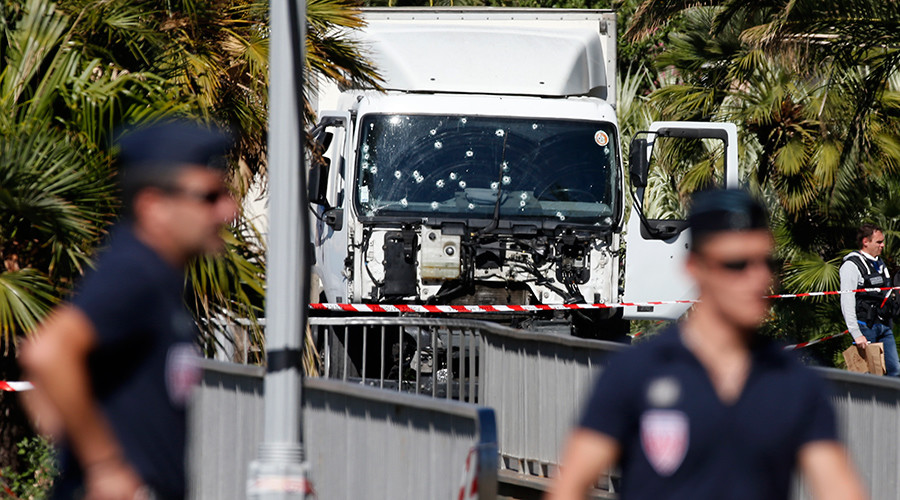 Police didn't stop truck in Nice horror, attacker drove on for 4 mins – French media