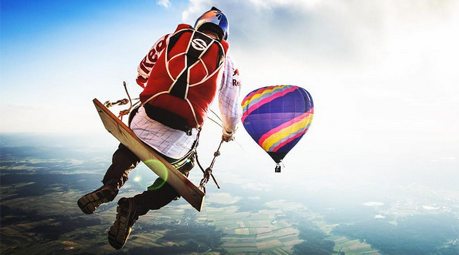 'Mega Swing': Parachuters take playground ride above the clouds (VIDEO)