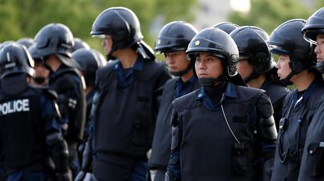Japanese riot police © Toru Hanai