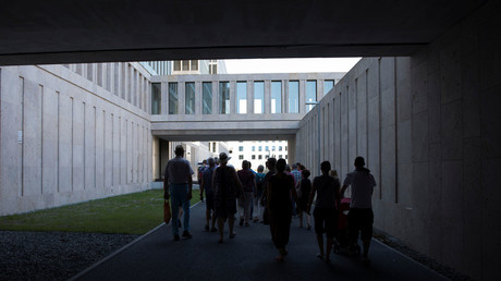 Visitors tour the grounds of the German Federal Intelligence Service (BND) during the government Open Day in Berlin, Germany August 27, 2016. © Stefanie Loos