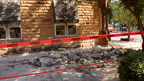 Stonework litters the sidewalk outside an empty jewelry store at the corner of Sixth and Harrison in Pawnee, Oklahoma, U.S. September 3, 2016 after a 5.6 earthquake struck near the north-central Oklahoma town. © Lenzy Krehbiel-Burton