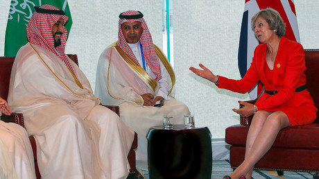 Britain's Prime Minister Theresa May (R) and Saudi Arabia's Deputy Crown Prince Mohammed bin Salman (L) meet ahead of G20 Summit in Hangzhou, Zhejiang province, China, September 4, 2016. © Narendra Shresta