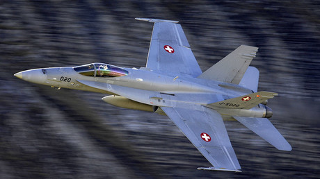 Super-jet-escort: Swiss fighter-jets practice interception maneuvers on Czech govt plane - media