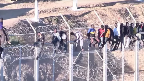 Migrants injured after becoming trapped atop Spanish border fence for hours (VIDEO)