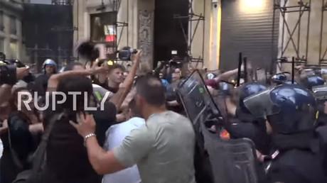 Violent clashes erupt in Naples over Italian PM's visit (VIDEO)