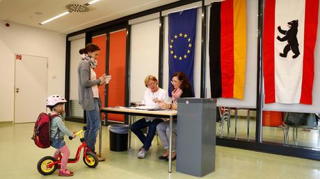 Anti-migrant AfD makes Berlin breakthrough, as Merkel's CDU slumps