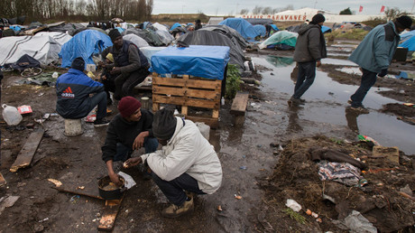Female volunteers accused of having sex with migrants in Calais 'Jungle'