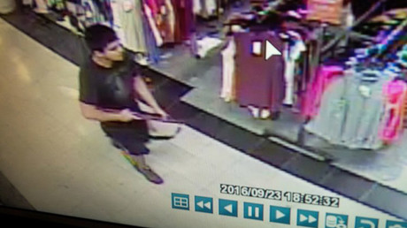 An image taken from security video shows the gunman who opened fire in the Cascade Mall in Burlington, Washington on Friday night, and who is still at large, released by the Washington State Patrol, September 24, 2016. © Washington State Patrol