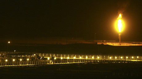 Shaybah oilfield complex is seen at night in the Rub' al-Khali desert, Saudi Arabia © Ali Jarekji