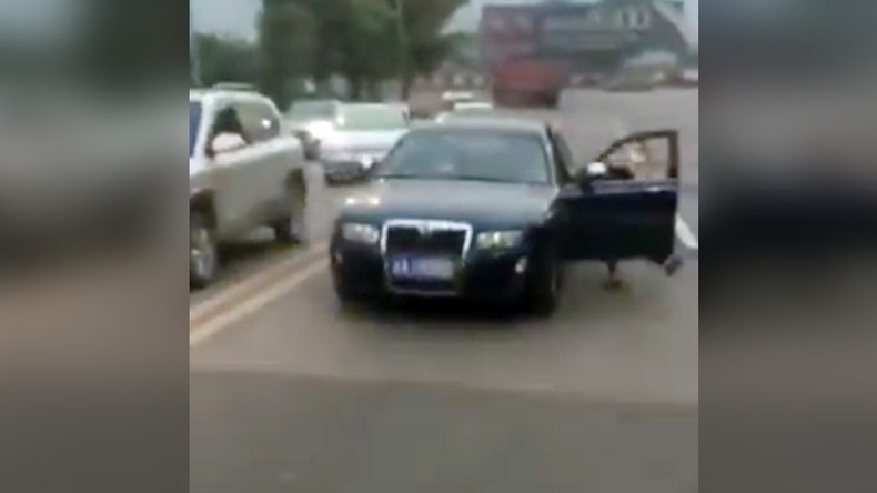 Furious driver knocked down, almost run over by her own car (VIDEO)