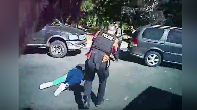 Charlotte police release bodycam footage of Keith Scott shooting (VIDEO)