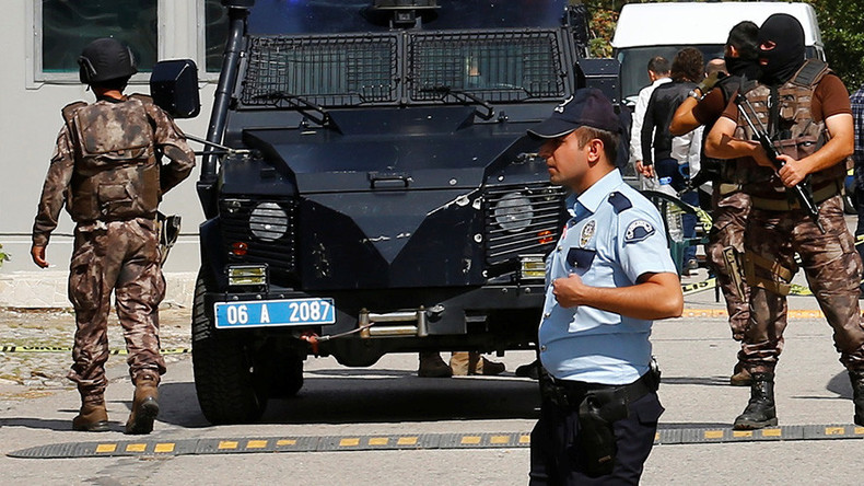 2 suicide bombers blow themselves up in Ankara during police op