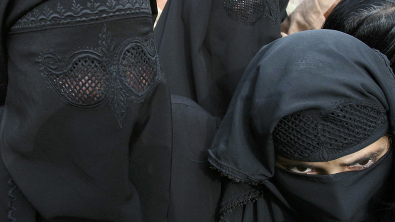 Indian man wearing burqa caught 'molesting' women in Allahabad