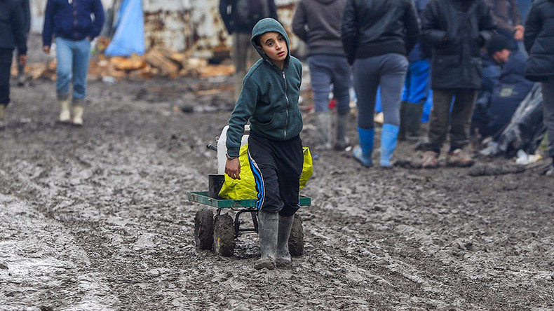 Britain to accept hundreds of child refugees as France clears Calais camp