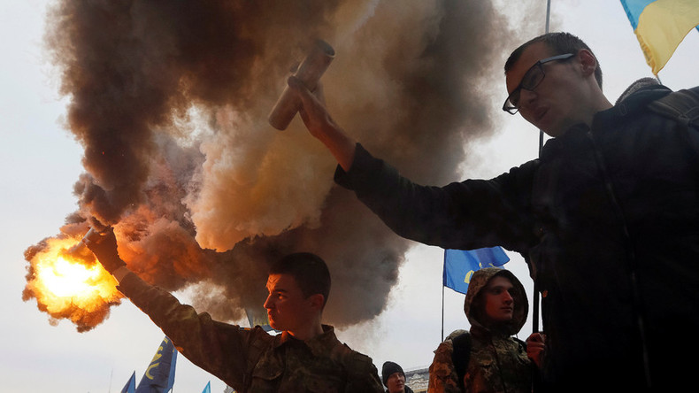 Fireworks, smoke-bombs in Kiev as far-right marches on national holiday