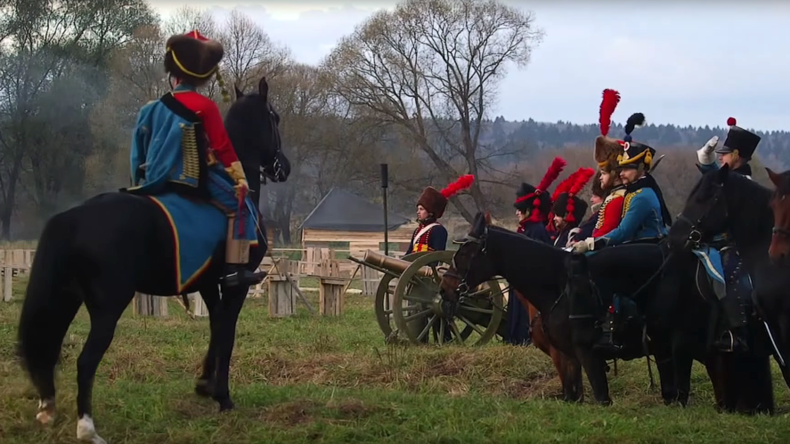 Battle from War & Peace brought to life as Napoleon's defeat reenacted near Moscow (VIDEO)