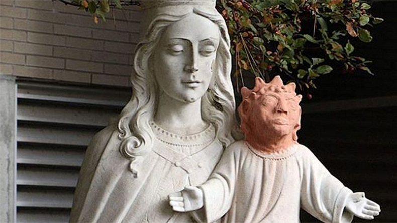 #TemporaryBabyJesus: Bizarre replacement statue head captivates internet (PHOTOS)