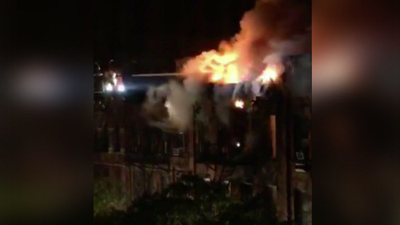 Deadly 6-alarm fire engulfs apt building, leads to NY firefighter's heroic rescue (PHOTO, VIDEO)