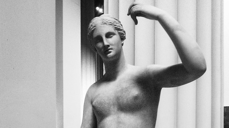 Waitress accidentally breaks ancient Roman statue at British Museum
