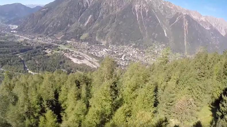 Terrifying wingsuit crash caught on camera