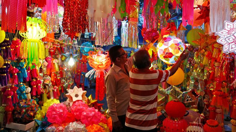 Diwali Bonanza: Indian billionaire showers staff with 400 flats,1260 cars