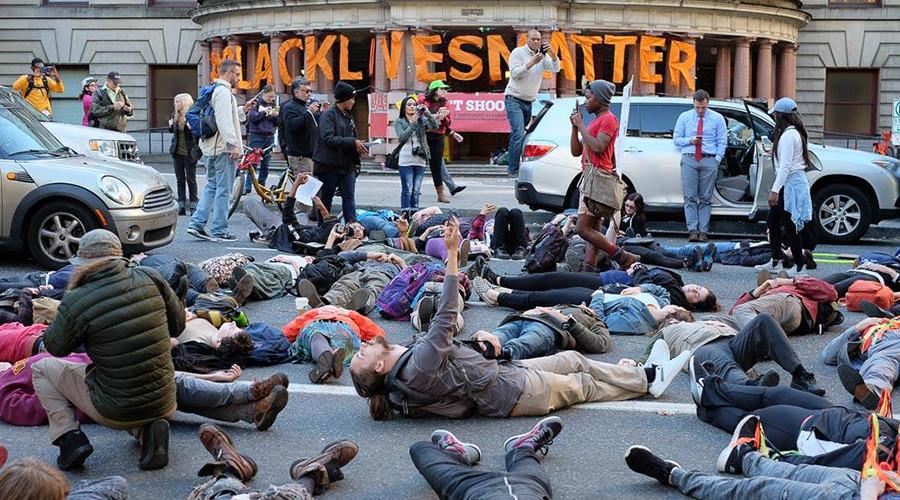 Police, protesters clash in Oregon over union contract, bodycam accountability
