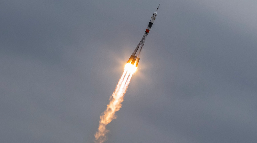 Soyuz spacecraft with 3-man crew blasts off to Intl Space Station