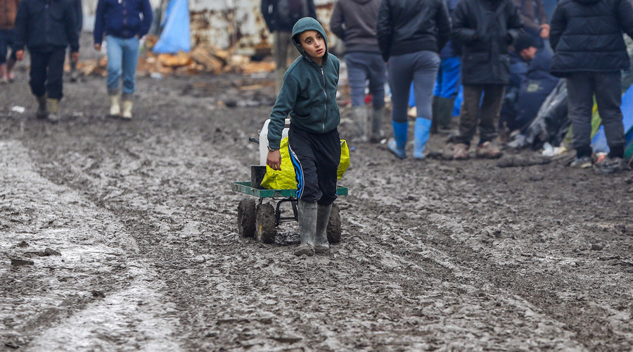 France and Britain bicker over last abandoned refugee children in Calais
