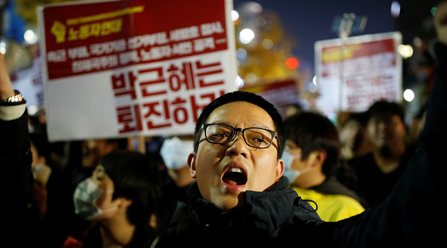 Thousands take to streets in S. Korea as corruption scandal involving president deepens (VIDEO)