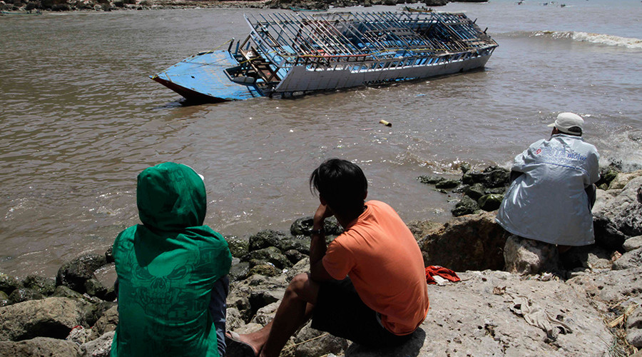 Australia plans lifetime ban for refugees arriving by boat