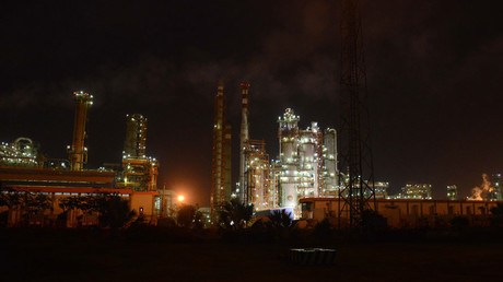 An oil refinery at Vadinar, some 380km from Ahmedabad © Sam Panthaky