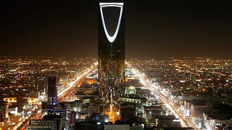 The Kingdom Tower stands in the night in Riyadh © Ali Jarekji